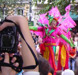 Nicht nur Ein Fest für Fotografen – der Karneval der Kulturen bot für 700.000 Zuschauer reichlich Augenschmaus.  Foto: psk