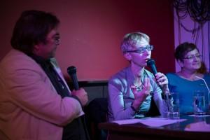 Halina Wawzyniak (Linke) im Gespräch mit der Kiez und Kneipe.  Foto: phils