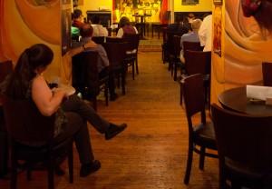 Warten auf den Kandidaten: An sechs Abenden interviewte die KuK Abgeordnete und solche, die es werden wollen.  Foto: phils
