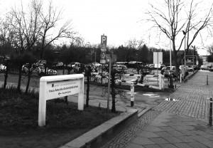 Der Parkplatz an der AGB soll einem Anbau der ZLB weichen.  Foto: psk