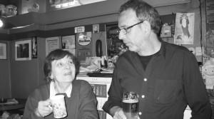 »Wer soll denn da kommen?« Agåta Plath mit Gast-Gastwirt Joachim Mühle beim »Valentinstag«.  Foto: fh