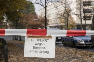 Kein Durchkommen. Zweimal innerhalb einer Woche evakuierte die Polizei den Bereich rund um die Lindenstraße.  Foto: rsp
