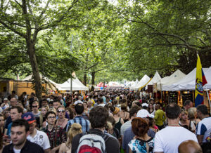 Menschenmassen beim Straßenfest des Karnevals der Kulturen 2014